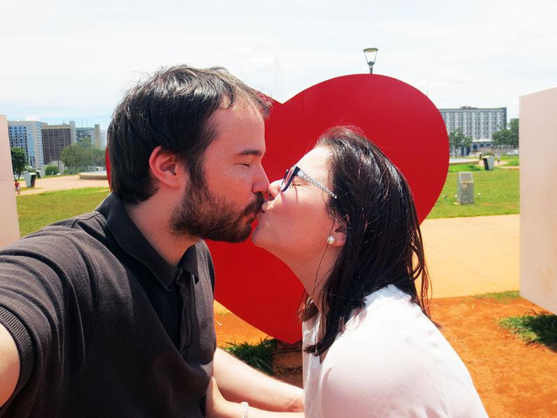 bra_kiss